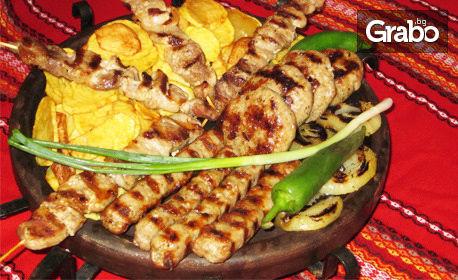 Апетитна скара в Бачково! Плато с кебапчета, кюфтета и свински шишчета, плюс пържени картофки