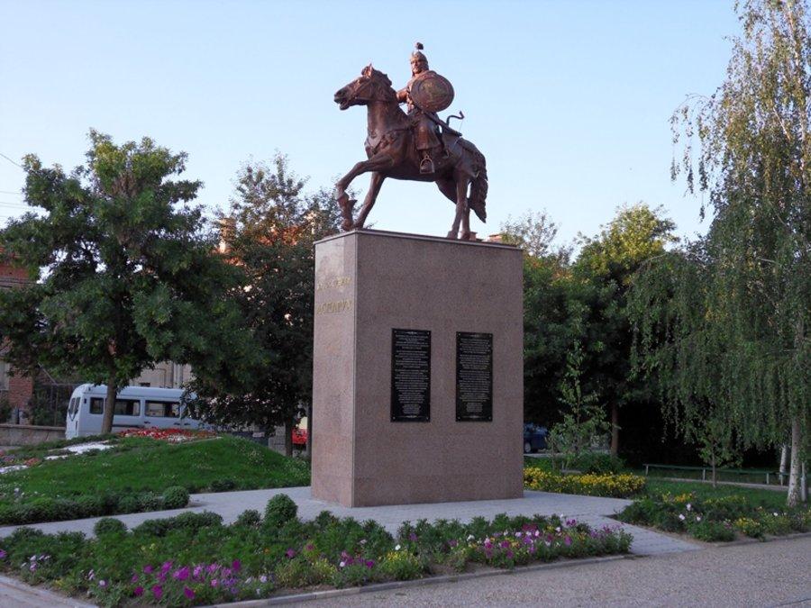 Резултат с изображение за паметници на хан Аспарух..